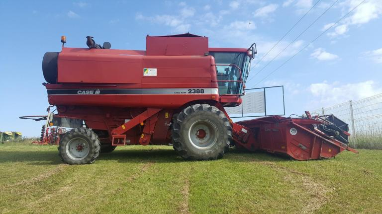 Moissonneuse batteuse Case IH